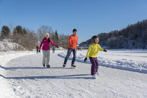 Eislaufen und Rodeln