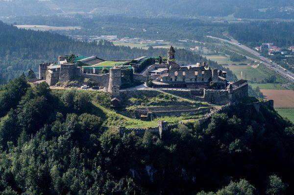 Die-Burgruine-Landskron-im-Sommer_Region-Villach-Tourismus-GmbH_Dr-Marianne-Feiler